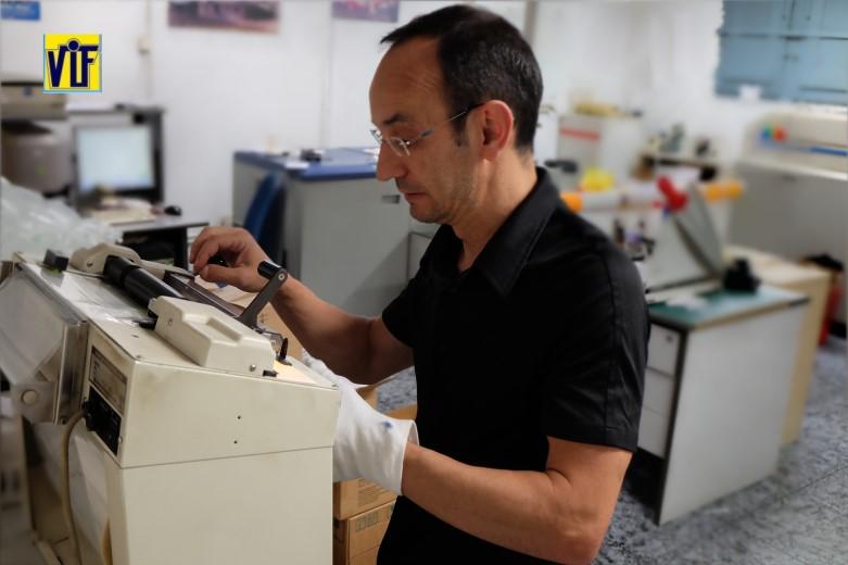 Color VIF laboratorio fotográfico profesional Barcelona, foto digital y analógica barato, fotos DNI,