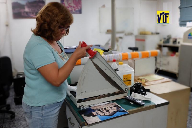 Color VIF laboratorio fotográfico profesional Barcelona, foto digital y analógica barato, fotos DNI, revelado químico ONLINE barato