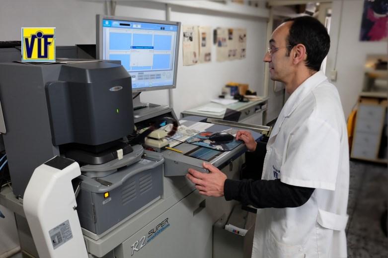 Color VIF laboratorio fotográfico profesional Barcelona, foto digital y analógica barato, fotos DNI, revelar negativos y escanear