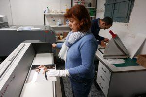 En Colorvif imprimir fotos digitales y analógicas baratas en Barcelona, escaneado de negativos, trabajos profesionales