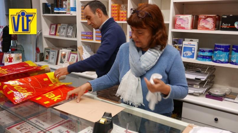 Fotos carnet, DNI o curriculum en Barcelona, al instante, Colorvif laboratorio fotográfico profesional 2019
