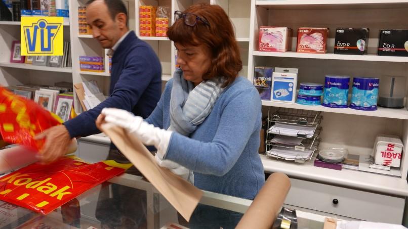 Revelado de carretes analógicos con foto química para clientes y tiendas en Barcelona